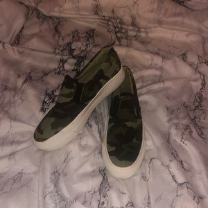 Restricted Shoes - Camo platform sneakers